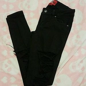 Black skinny jeans with ripped front detail